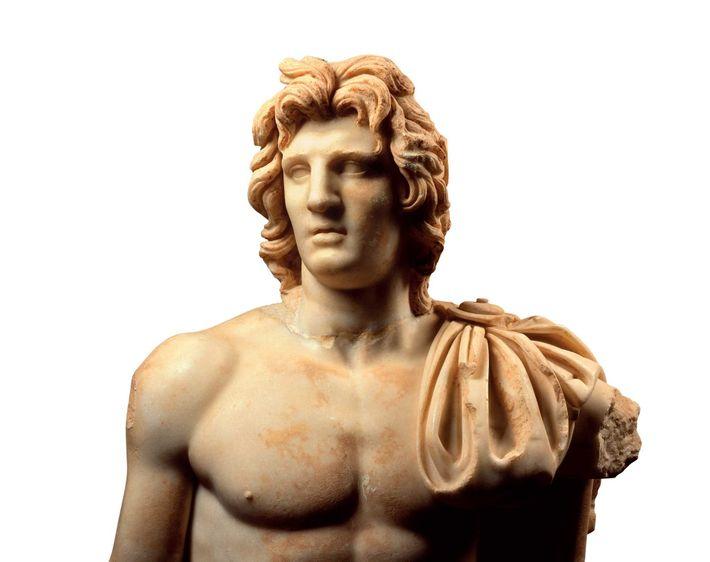 Cette sculpture de Cyrène en Libye qui date du premier siècle après J.-C. représente Alexandre tel ...