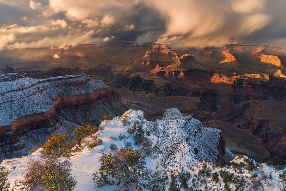 Une tempête hivernale balaie le parc national du Grand Canyon sous le Yavapai Point sur la …