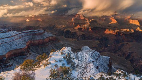 Une tempête hivernale balaie le parc national du Grand Canyon sous le Yavapai Point sur la ...