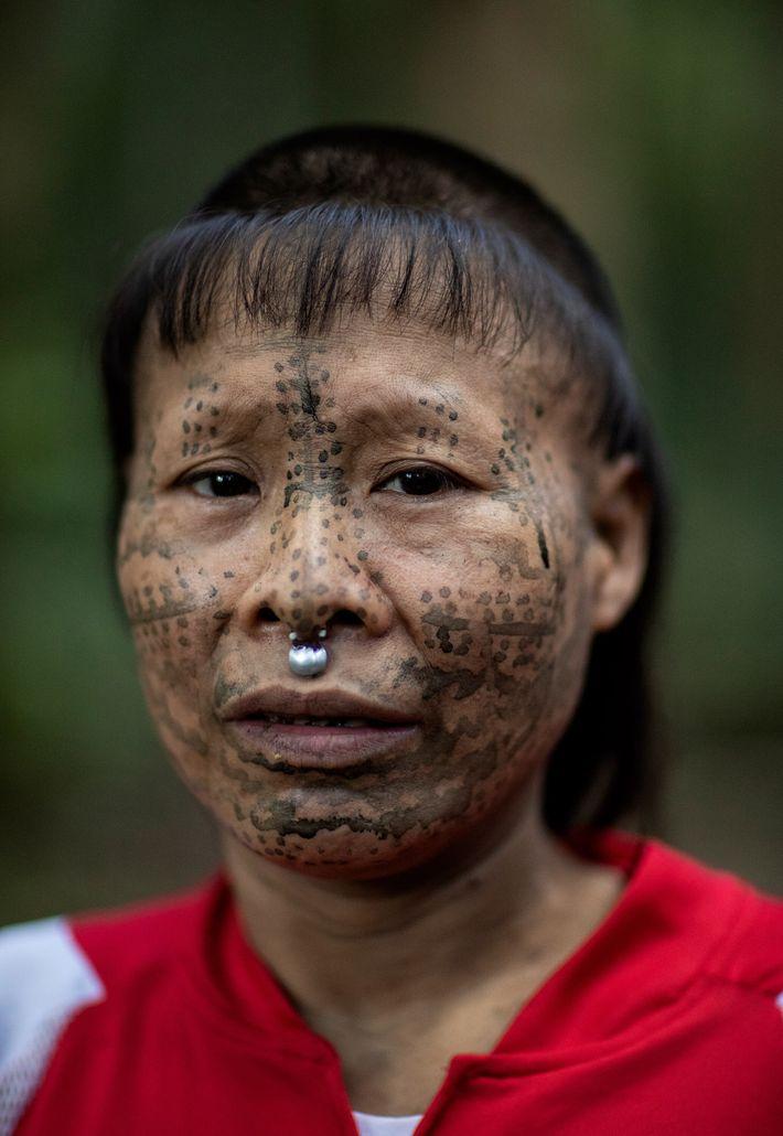 Janet, l'épouse la plus jeune de Shuri, l'accompagnait souvent au poste de contrôle de la réserve ...