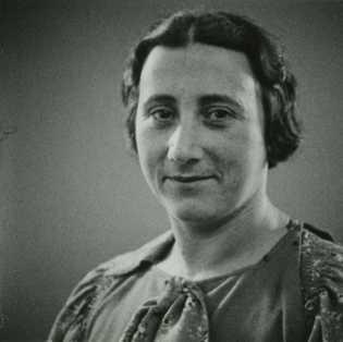 Edith Frank, la mère d'Anne, est morte le 6 janvier 1945 au camp de concentration d'Auschwitz-Birkenau, ...