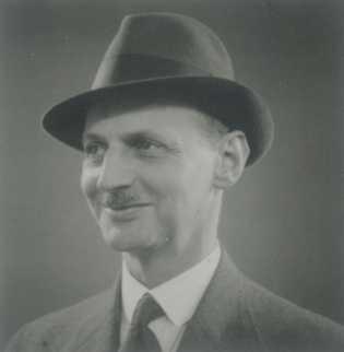 Sur les huit personnes de confession juive arrêtés le 4 août 1944, le seul survivant fut ...