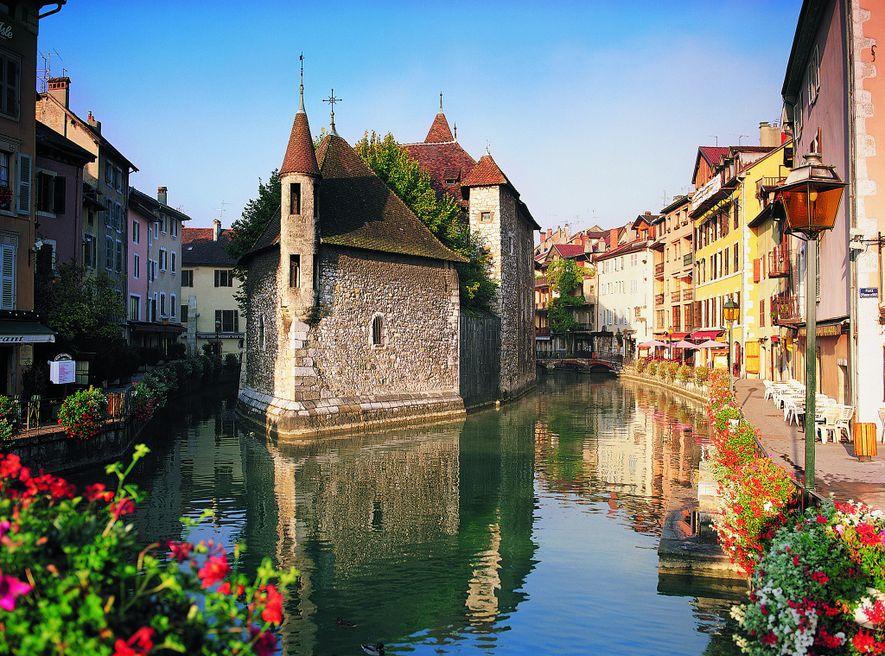 Cette charmante ville médiévale du sud de la France est considérée comme la « Venise des ...