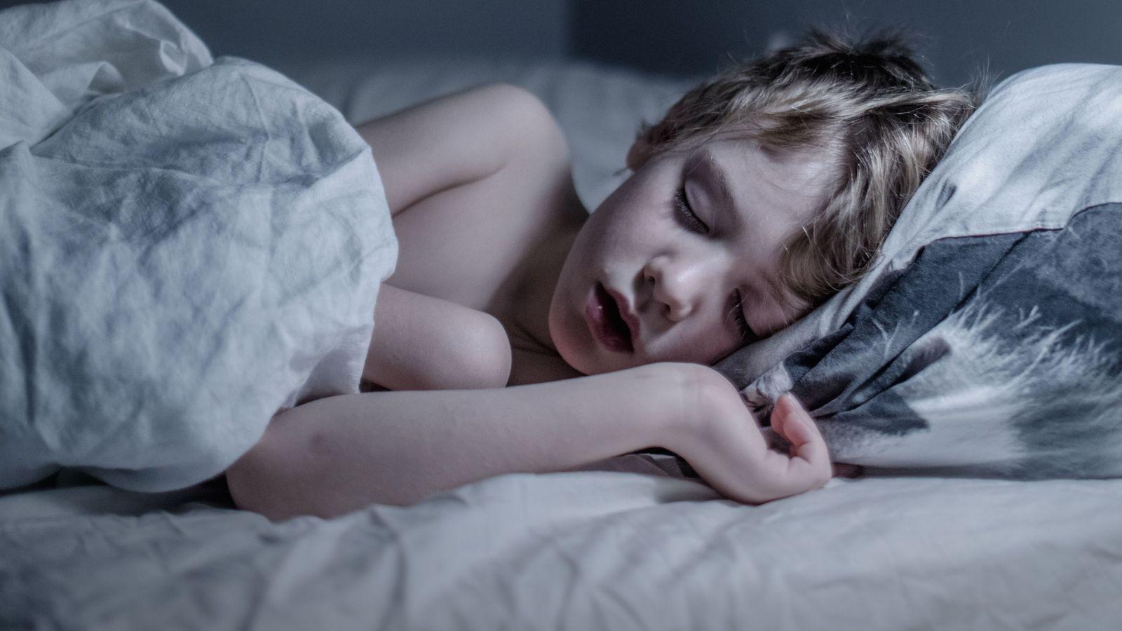 Wile Wennman, 7 ans, qui vit à Nacka, en Suède, aime s'endormir avec la lumière allumée, ...