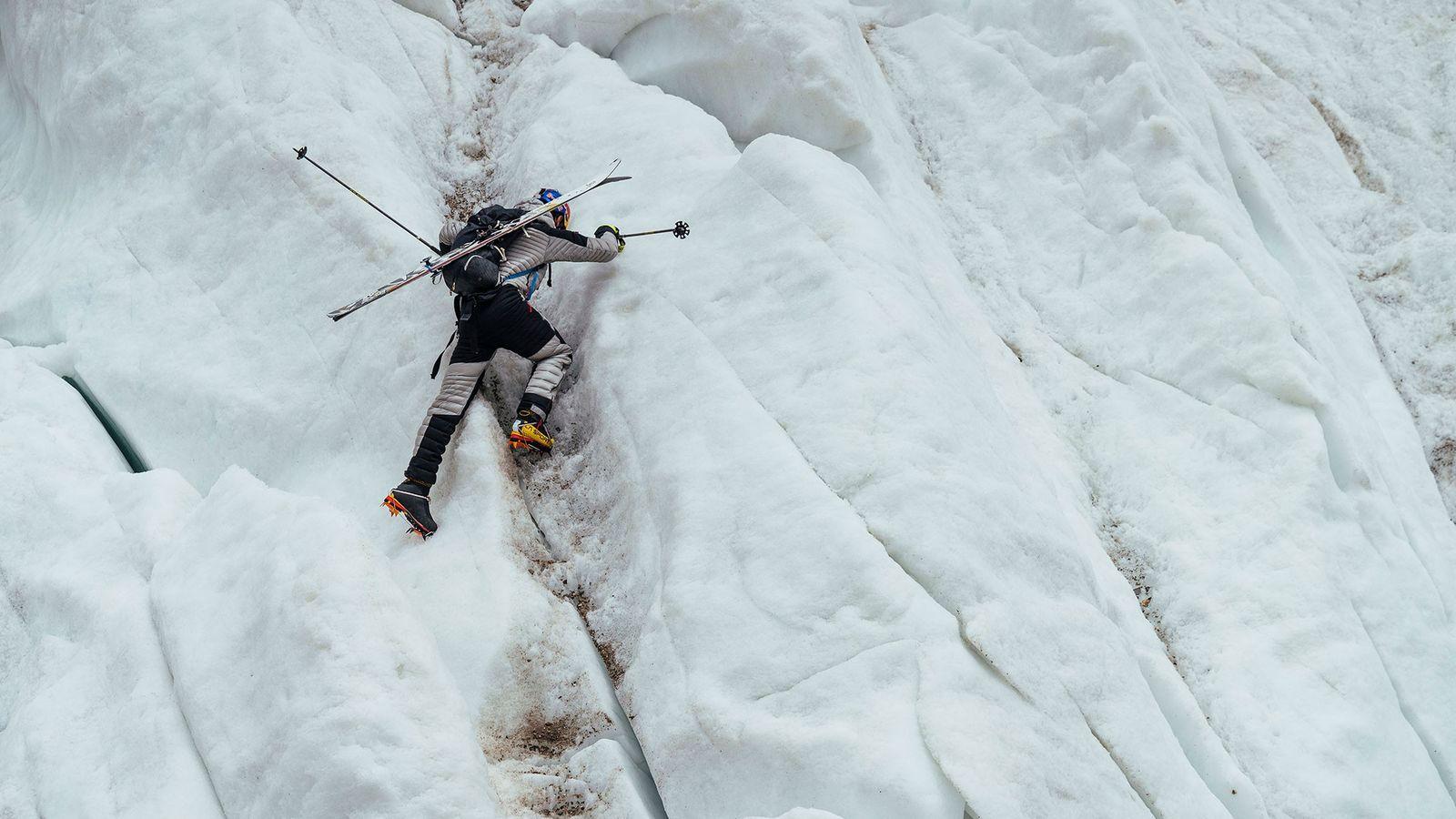 En juillet dernier, après plusieurs jours d'ascension, Andrzej Bargiel a descendu le K2 à skis. Deuxième ...