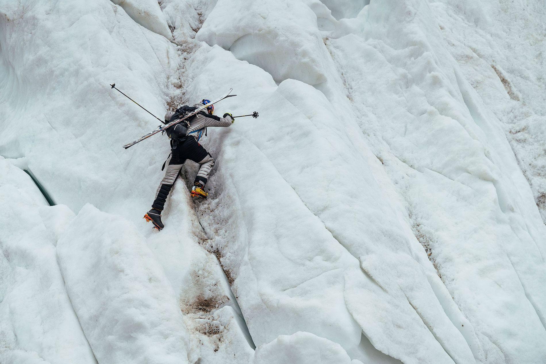 En juillet dernier, après plusieurs jours d'ascension, Andrzej Bargiel a descendu le K2 à skis. Deuxième sommet le plus haut au monde, le K2 est si escarpé et dangereux que Dave Watson, le seul Américain à avoir tenté de le skier confie : « Si vous tombez, vous mourrez. »
