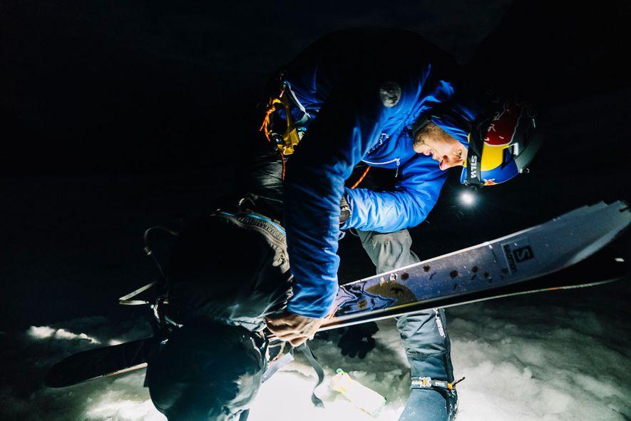 Andrzej Bargiel s'est levé à 4 h du matin pour la dernière ligne droite de son ascension. Sept heures et trente minutes plus tard, il était au sommet, seul avec ses skis. Contrairement à la grande majorité des grimpeurs, il a réalisé cet exploit sans oxygène, ce qui augmentait de façon importante le risque.