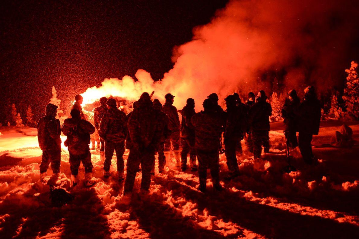 Au cours d'un stage de survie par temps froid dispensé au Northern Warfare Training Center, une ...