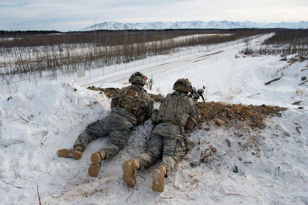 À Fort Greely, en Alaska, les troupes de l'armée américaine s'entraînent aux tactiques défensives. Des missiles ...