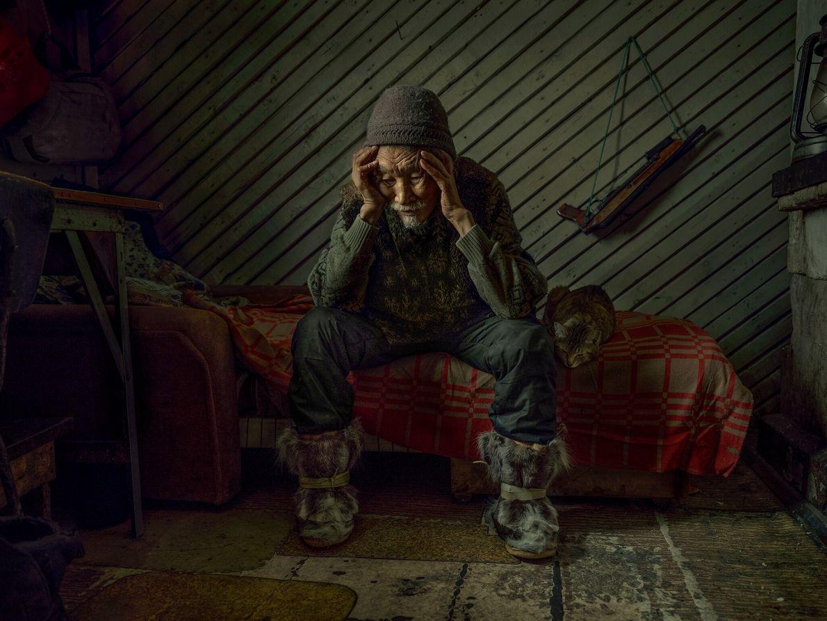 Nikolai Rovtin se laisse aller à ses pensées après avoir parlé de sa femme, disparue un ...