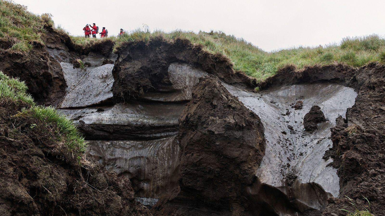 Dans une grande partie de l'Arctique et sur l'île sibérienne de Kurungnakh, le sol gelé appelé ...