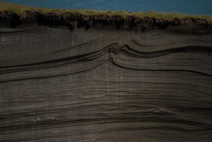 Des siècles de pergélisol sont exposés en raison d'une tendance au dégel de l'Arctique.