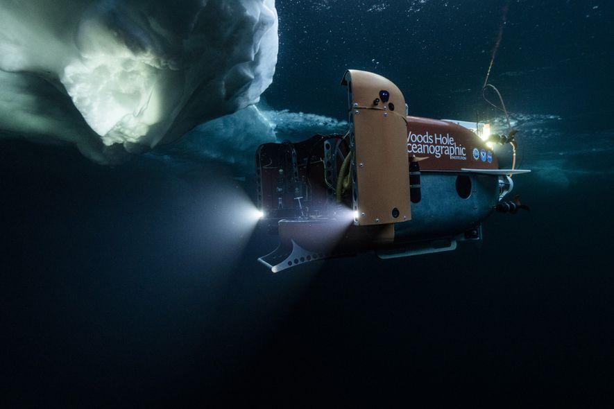 Le sous-marin Nereid Under Ice entame son exploration des eaux recouvertes de glace de l'océan Arctique ...