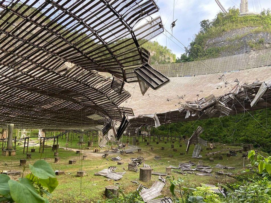 À Porto Rico, l'iconique télescope d'Arecibo menace de s'effondrer