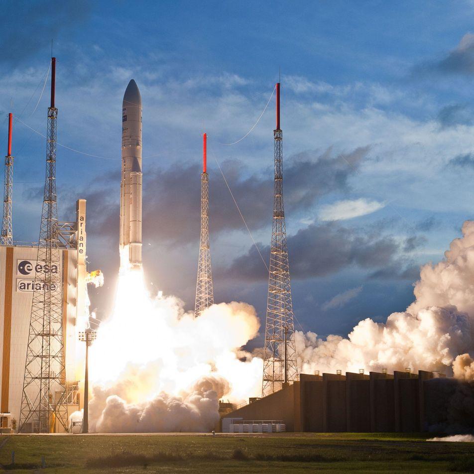 Ariane 5, fleuron de l'aérospatial européen, a réussi le lancement de deux satellites
