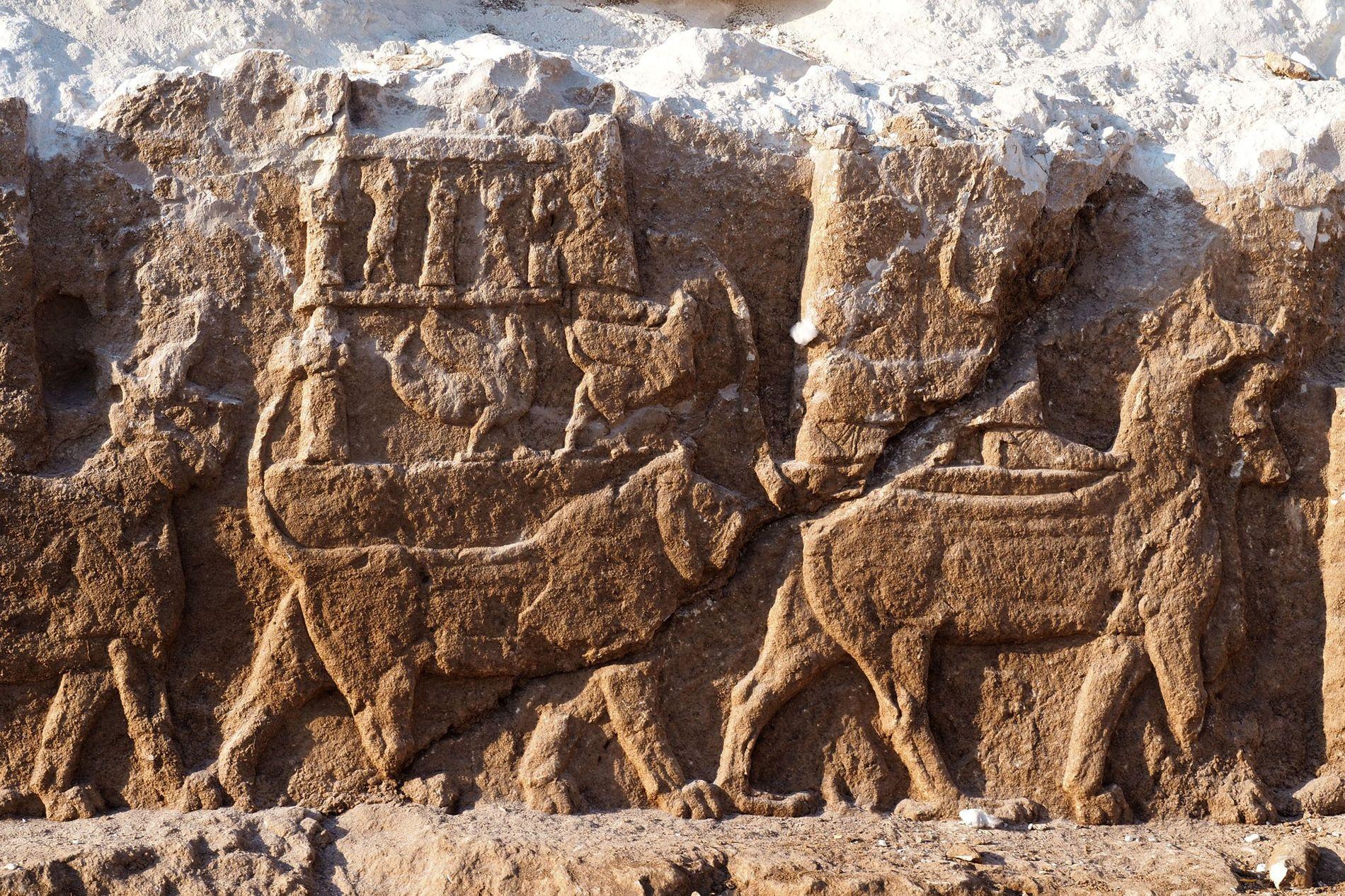 Découverte de reliefs assyriens extrêmement rares en Irak (vidéo) By Jack35 Assyrian-archaeology-discovery-01