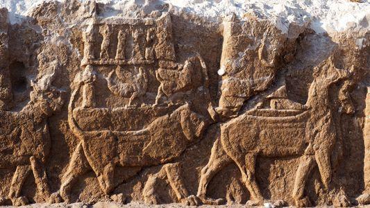 Découverte de reliefs assyriens extrêmement rares en Irak