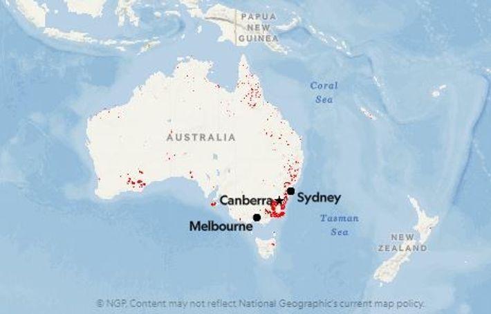 Les points rouges représentent la localisation des incendies détectés en Australie en date du 9 janvier ...