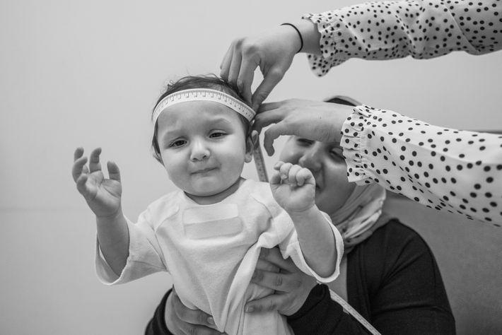 Avant que son cerveau ne soit scanné, Aneesa participe à des tests comportementaux qui utilisent le ...