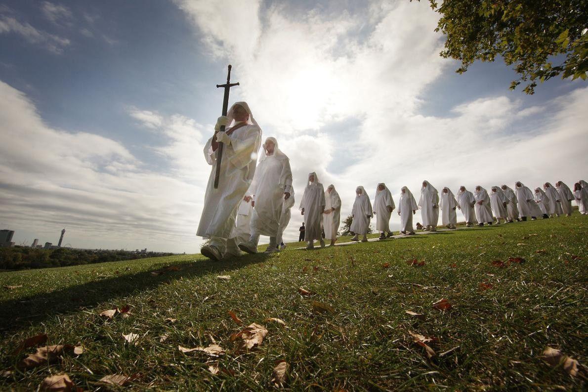 Des druides célèbrent l'équinoxe d'automne à Primrose Hill à Londres, en Angleterre. La cérémonie est l'un ...