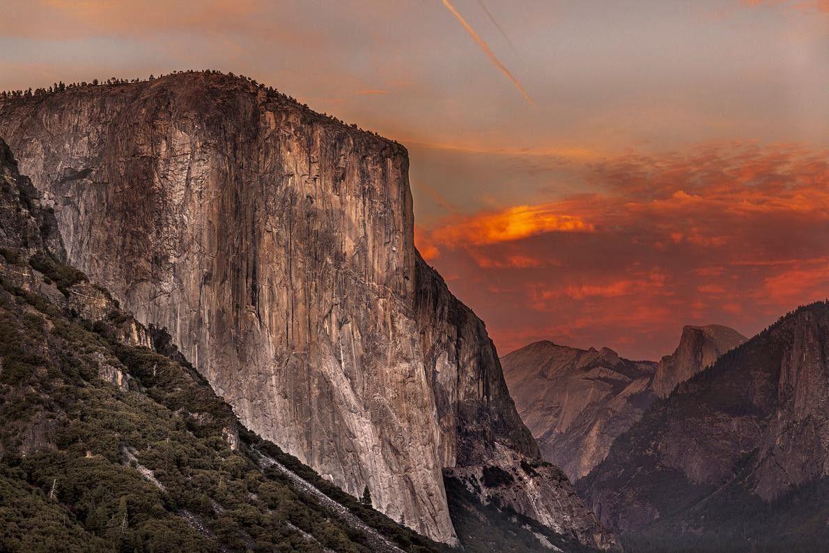 El Capitan est éclairé par les dernières lueurs du jour quelques minutes après le coucher du ...