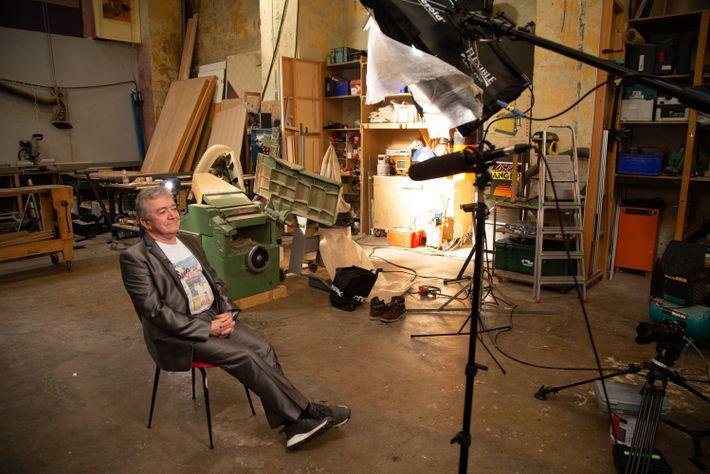 Pierre Nicolas sur le tournage du documenatire AZF : Au cœur du chaos, diffusé le 21 septembre à ...