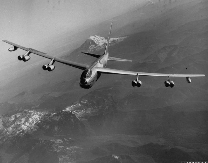 Pendant la guerre froide, dans le cadre de l'opération Chrome Dome, des bombardiers B-52 de l'U.S. ...
