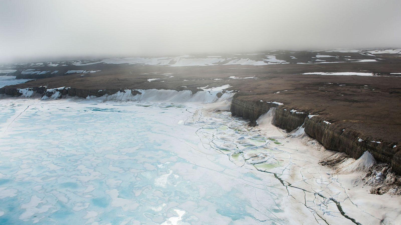 Le bord d'un floe au large de l'île de Baffin, dans l'Extrême-Arctique canadien.