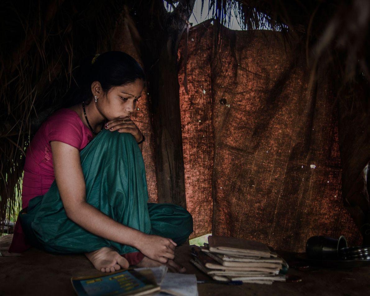 """""""Quand les gens viennent nous voir au Chaupadi, j'ai honte"""", raconte Thyra Khuri Bishwa Karma, 16 ..."""