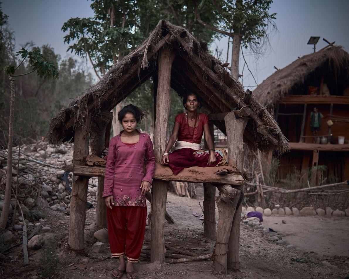 Ranga Joshi, 42 ans, partage sa cabane avec Minu, 14 ans, qui est là pour la ...