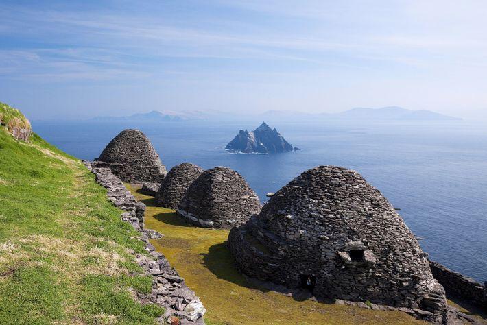 Peu de fans peuvent reconnaître l'île irlandaise de Skellig Michael, site classé au patrimoine mondial de ...