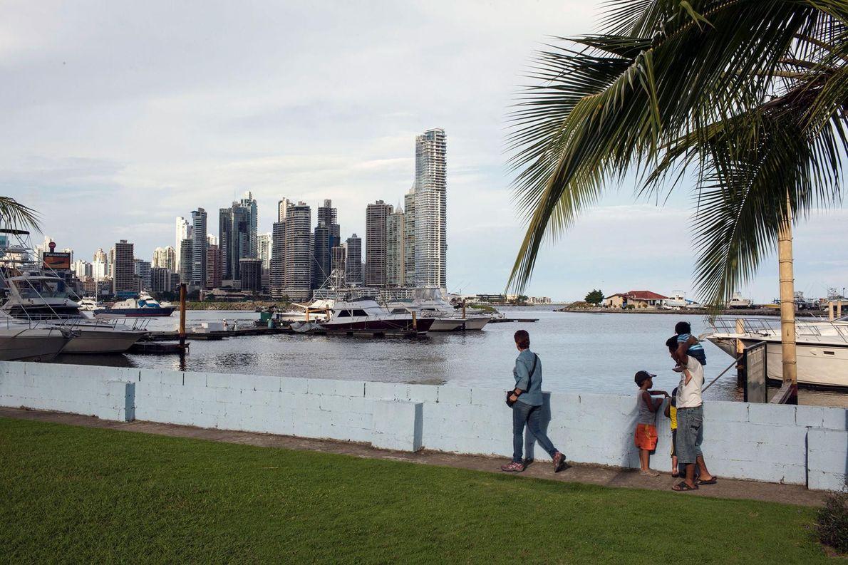Aventuras Panamá vous propose son tour « Panama Canal Through the Chagres River », au cours ...