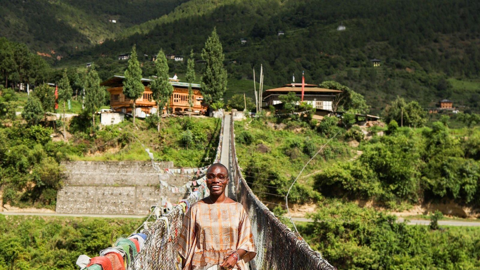 « Voyagez et soyez gentils, accompagnés de votre énergie positive et sans craintes », déclare Jessica Nabongo. Elle ...