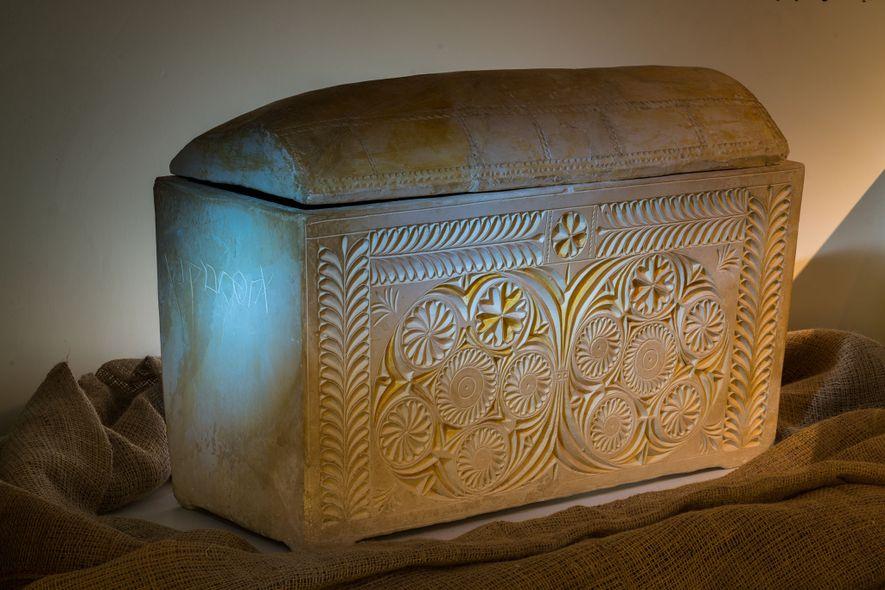 Un ossuaire orné, ou boîte à os, découvert dans une tombe de Jérusalem porte le nom ...
