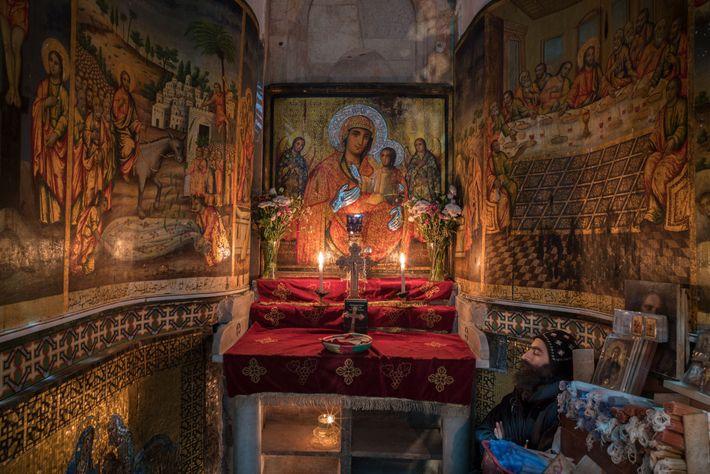 La chapelle copte de l'église du Saint Sépulcre s'orne de scènes de la vie du Christ. ...