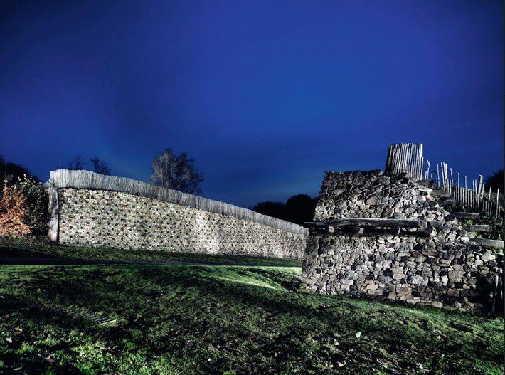 La capitale des Éduens, en Bourgogne, faisait partie des quelque 150 oppidums fortifiés par les Celtes. ...