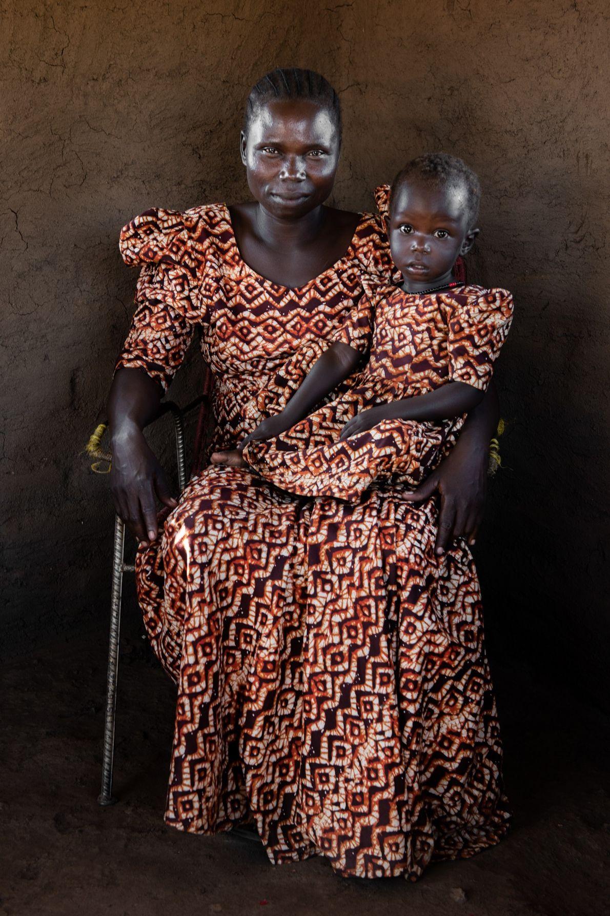 Au Soudan du Sud, Rose Asha Sillah, ici photographiée avec sa fille, a contribué à la ...