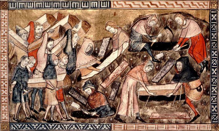 En Europe alors que l'épidémie bat son plein, des villageois transportent les cercueils de victimes de ...