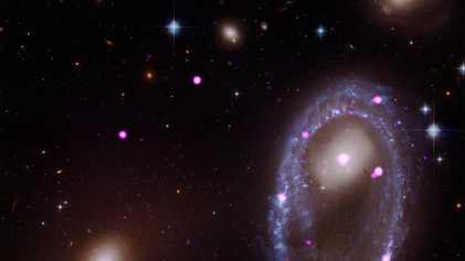 La collision de deux galaxies donne naissance à une galaxie à anneau
