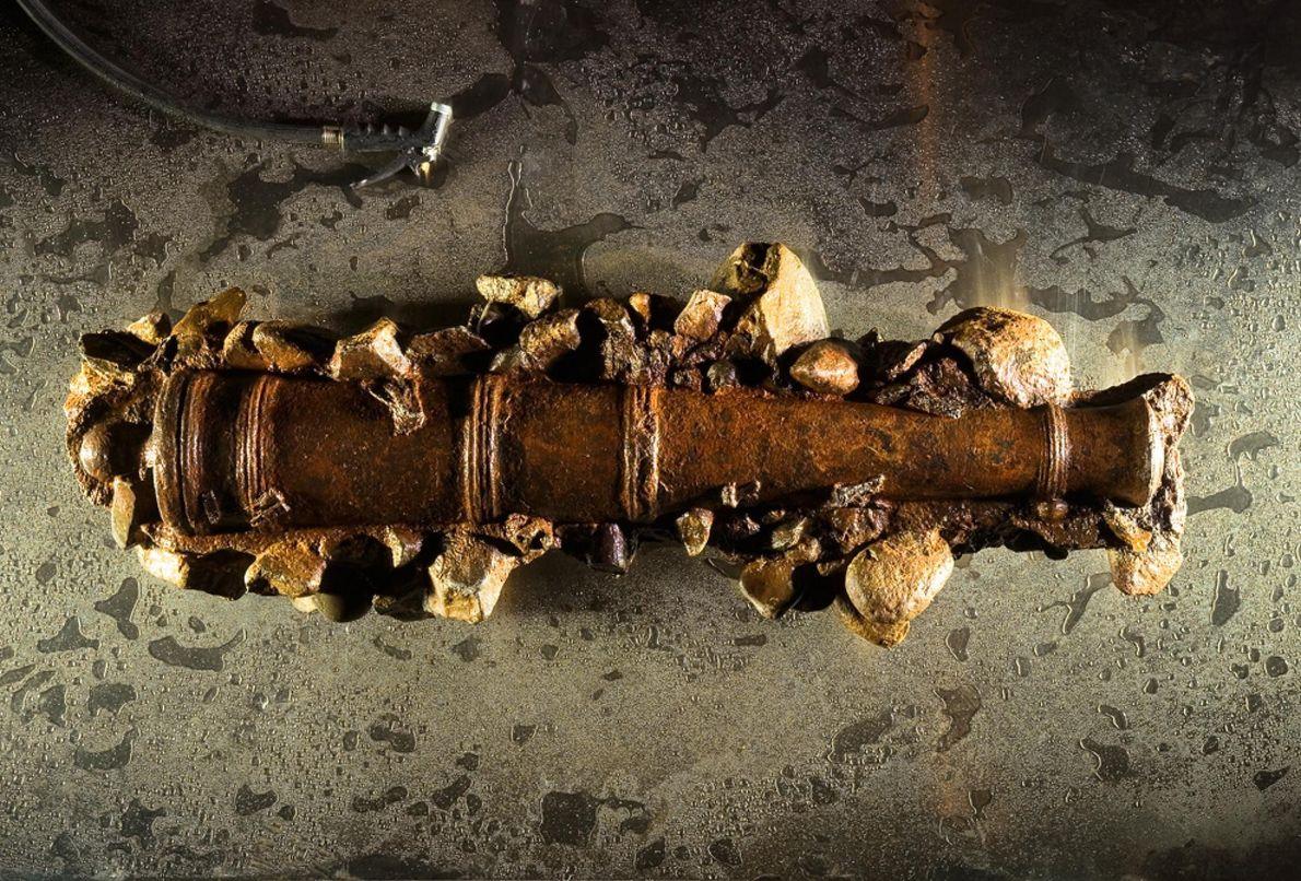 Un canon en fonte découvert sur le navire de Barbe Noire, le Queen Anne's Revenge.