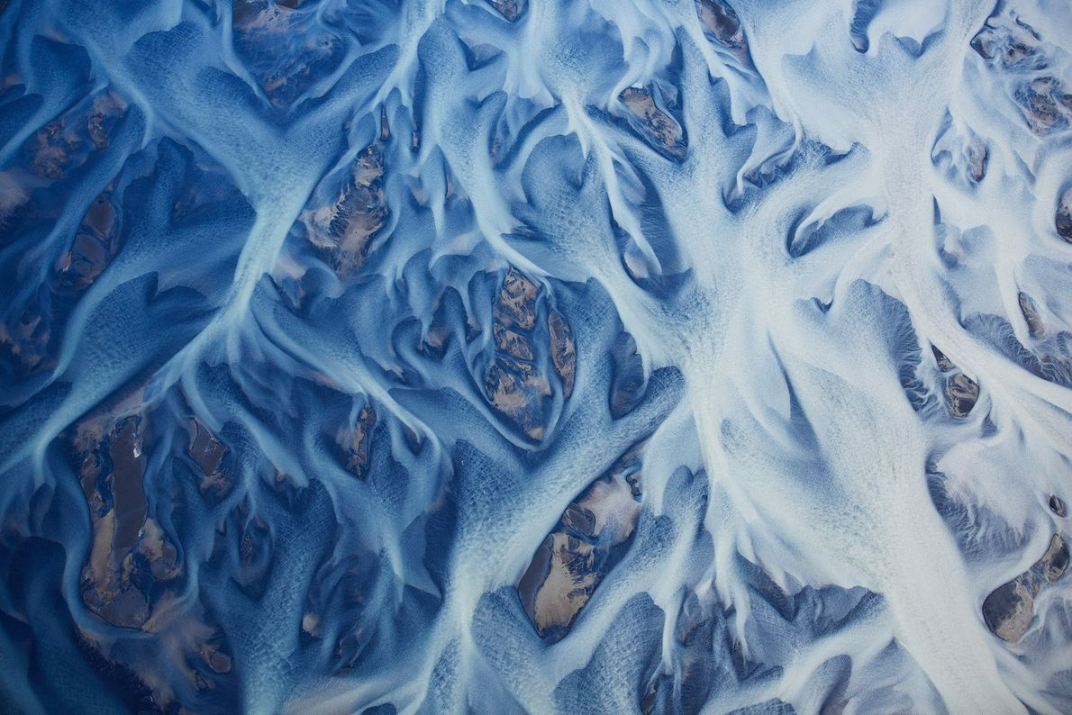 Rivières glaciaires en Islande. Jassen Todorov a pris cette photo depuis un avion, à plus de ...