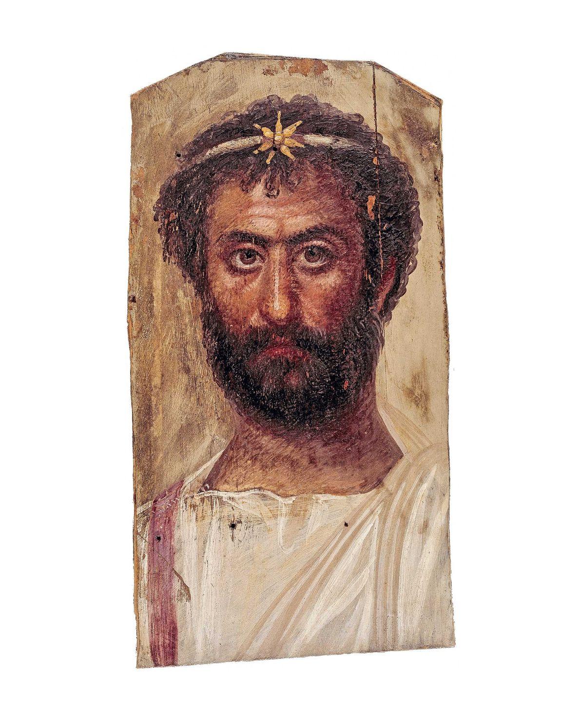Cet homme porte une sorte de couronne avec en son centre, une étoile à sept branches, ...