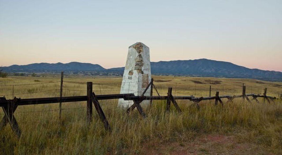 Au XIXe siècle, des obélisques, tel celui de Patagonia, dans l'Arizona, matérialisaient la frontière américano-mexicaine.