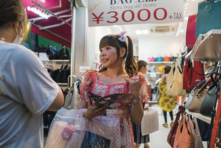 Les boutiques indépendantes bordent Takeshita Street, à Harajuku, l'épicentre de la mode japonaise kawaii (mignon).