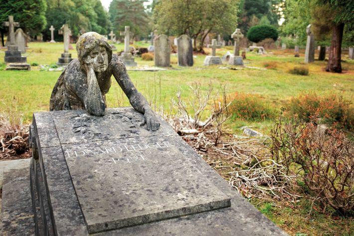 Des funérailles se tiennent toujours à Brookwood, qui reste le plus grand cimetière du Royaume-Uni. Les ...