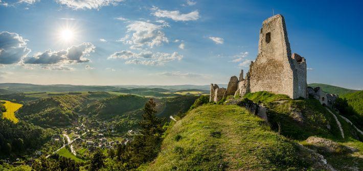 Château de Čachtice situé en Slovaquie à proximité du village de Čachtice. Le château fut la résidence et la prison ...