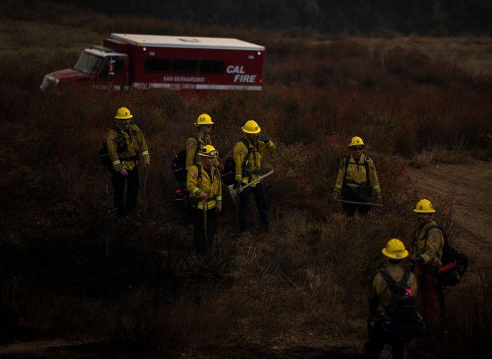 Les membres de l'unité San Bernardino de Cal Fire n'avaient dormi que quatre heures et combattu ...