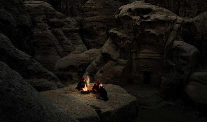 Jeu au coin du feu, Petite Petra - Patrimoine Mondial de l'Unesco, Jordanie, 2018 Moins célèbre ...