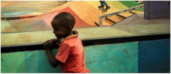 Transmission, Skate park Shangilia - Nairobi, Kenya, 2019 - Au skate park Shangilia de Nairobi, petits ...