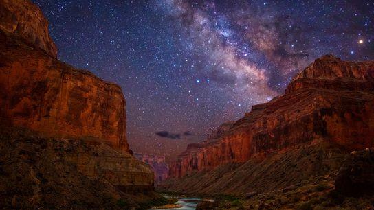 Dans le parc national de Grand Canyon, la Voie Lactée brille de mille feux au-dessus du ...